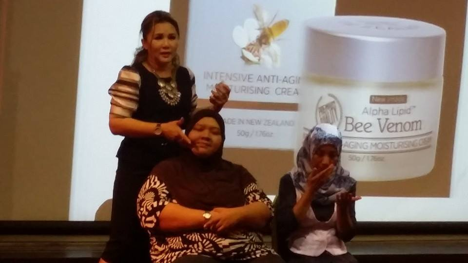 Cream Bee Venom, Product Demo menggunakan Bee Venom